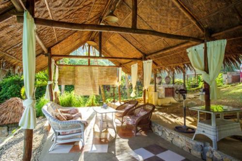 Poolside Lounge 2 (1280x853)